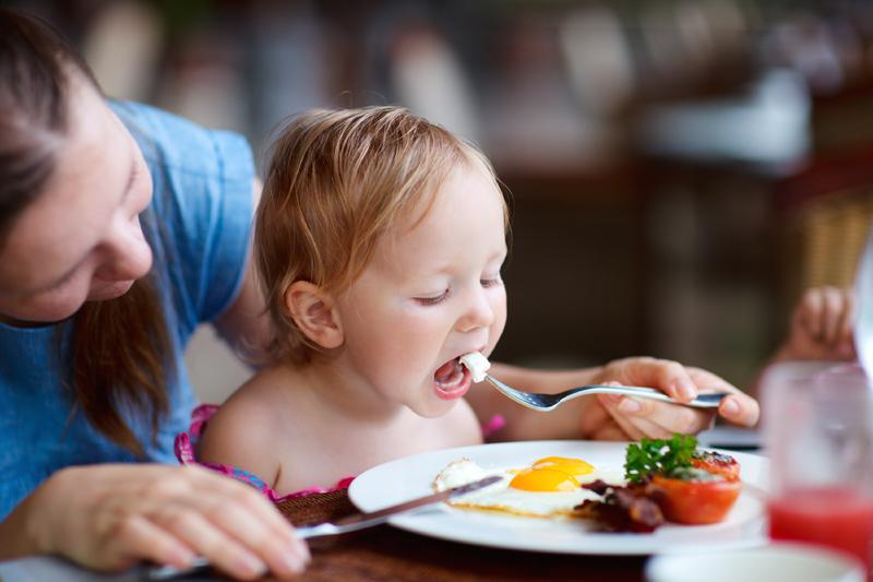 От каких продуктов следует отказаться при приготовлении блюд для детей школьного возраста