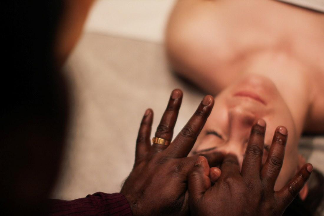 Аюрведический массаж начало