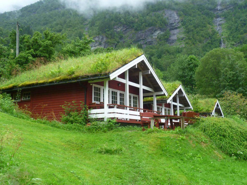 Geirangerfjord grass roofed house_ekoidejos.lt